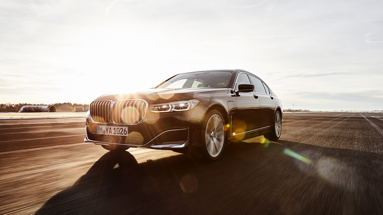P90335199_highRes_the-new-bmw-745le-se